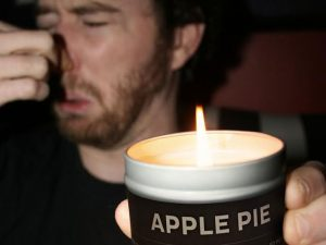 Apple Pie To Fart Smell Prank Candle 1